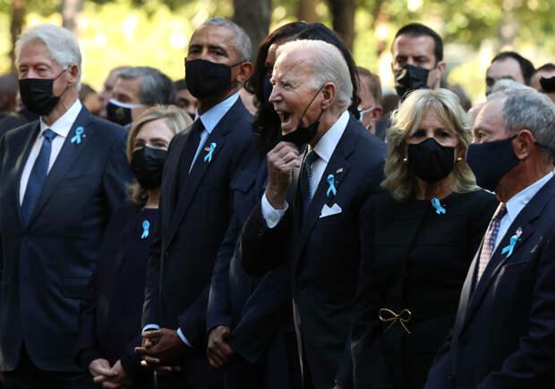 В соцсетях обсуждают странное поведение Байдена на церемонии памяти жертв 11 сентября