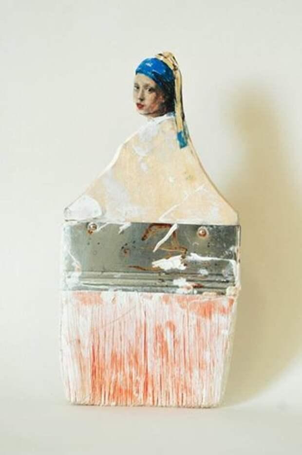 Эти неоднократно использованные кисти получили вторую жизнь, благодаря художнице Rebecca Szeto. Черенок кисти превратился в портрет дамы, а нижняя часть кисти имитирует ее наряд. Когда смотришь на эти кисти, кажется, будто известные портреты были написаны именно ими.