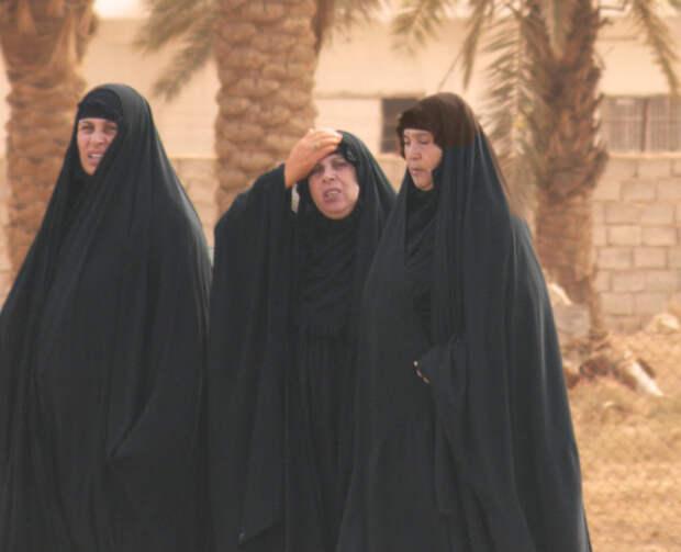 Под традиционными восточными одеждами чаще всего скрываются весьма пышные формы./Фото: wemeantwell.com