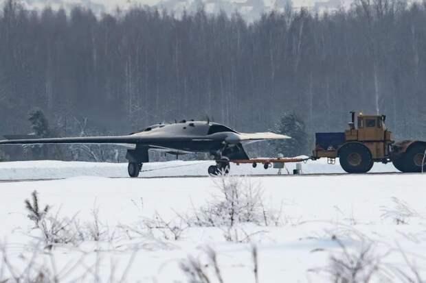 США хотят скопировать успешный российский проект ударного БПЛА С-70 «Охотник»