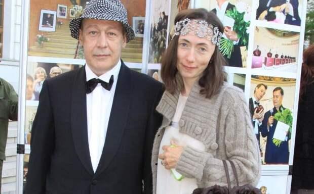 Софья Кругликова и Михаил Ефремов. / Фото: www.yandex.net