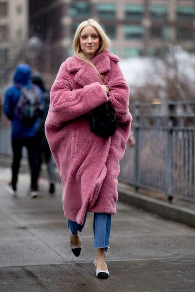 Самый летний и яркий цвет: как носить розовый зимой