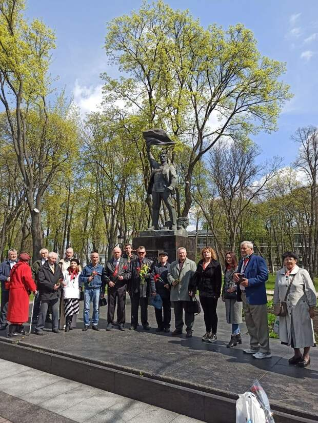 На первомай в Киеве вышли остатки разгромленной Компартии