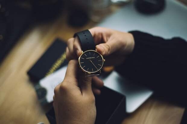 Две пассажирки в Шереметьево пытались незаконно провезти часы на 26 миллионов рублей