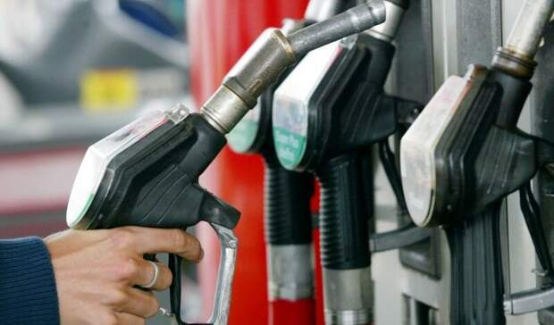 Цены набензин вновь замерли
