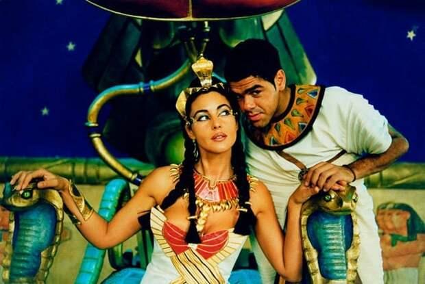 Кадр из фильма *Астерикс и Обеликс: Миссия Клеопатра*, 2002 | Фото: kino-teatr.ru