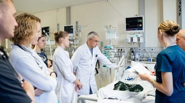 Специалисты в Москве используют «умные очки» в борьбе с коронавирусом