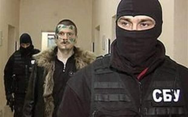 Адам Осмаев во время задержания. Стоп-кадр с видео в YouTube