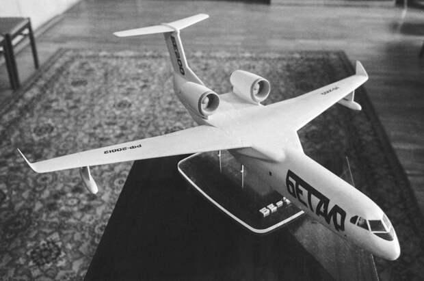 "Макет самолета ""БЕ-200"" (""Бетаир""), 1992 год Владимир Саяпин/ТАСС"