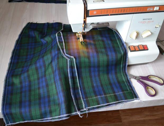 Соедините боковые швы юбки