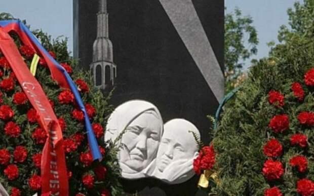 Памятник Токтогон в Бишкеке.