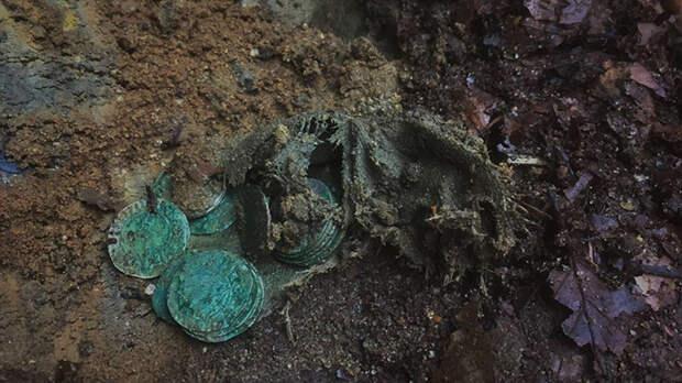 Каждая монета была бережно извлечена и очищена экспертами.