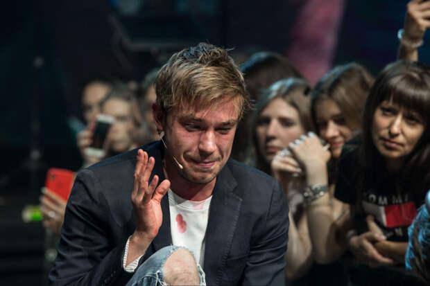 Почему плачет Саша Петров?