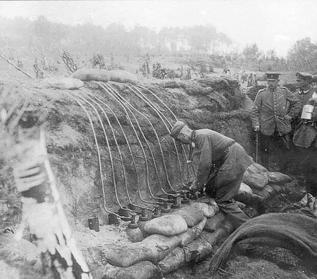 Немецкие военные подготавливают газовую атаку хлором, Польша, Первая мировая война, 1915 год Весь Мир, история, фотографии