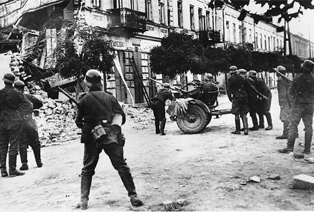 Немцы вторгаются в Варшаву осенью 1939 года
