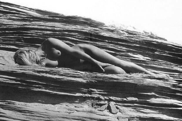 В работах фотохудожника нет ни грамма непристойности, лишь красота женской природы – нежная, скромная и чувственная.
