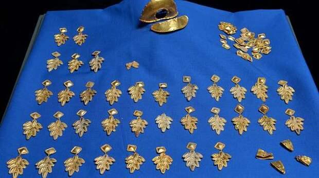 Расхититель кладов нашел золотые сокровища нибелунгов.