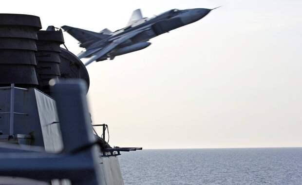 Российский Су-24 10 минут издевался над ракетным эсминцем ВМС США