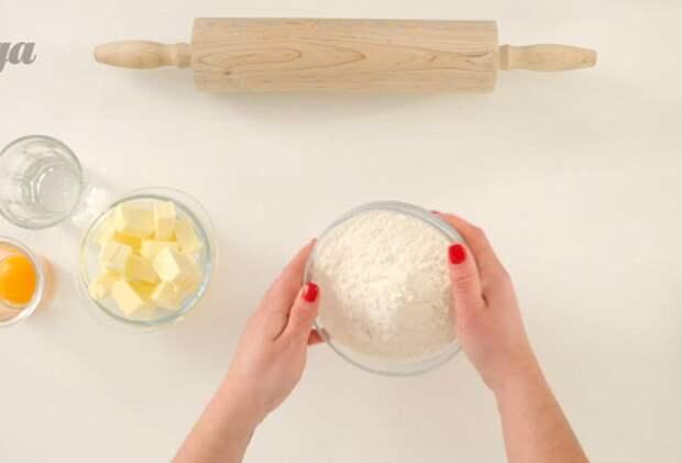 Фото приготовления рецепта: Киш лорен со шпинатом - шаг 3
