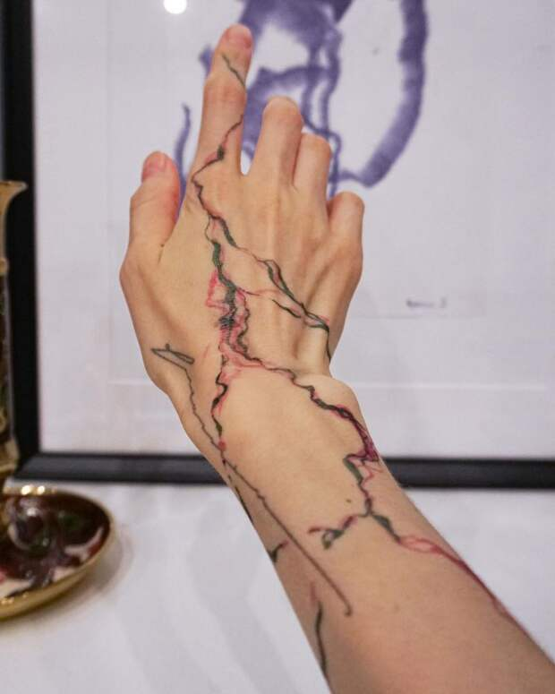 12 крутых фото «мраморных» татуировок
