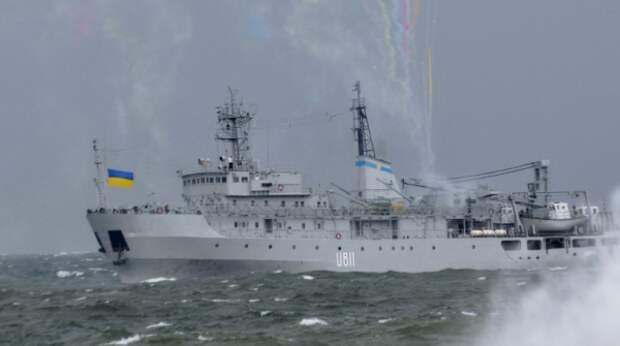 Корабль ВМС Украины потерял ход и едва не утонул