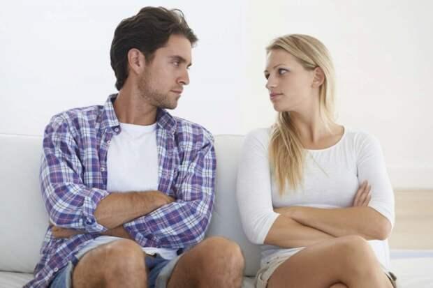 До свадьбы молчал, а после поставил ультиматум: «Выбирай, либо действующий муж, либо бывшая свекровь