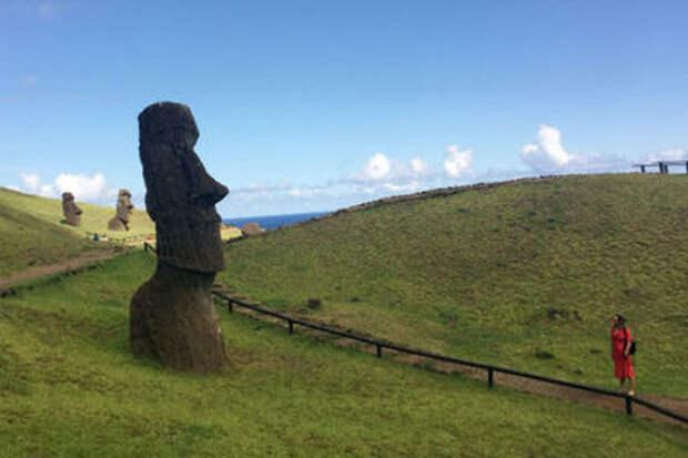 Любителей селфи обвинили в неуважении к статуям