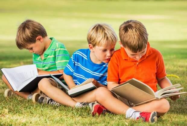 Учёба дома во время каникул: когда это необходимо, как всё организовать и не довести себя и ребенка до нервного срыва