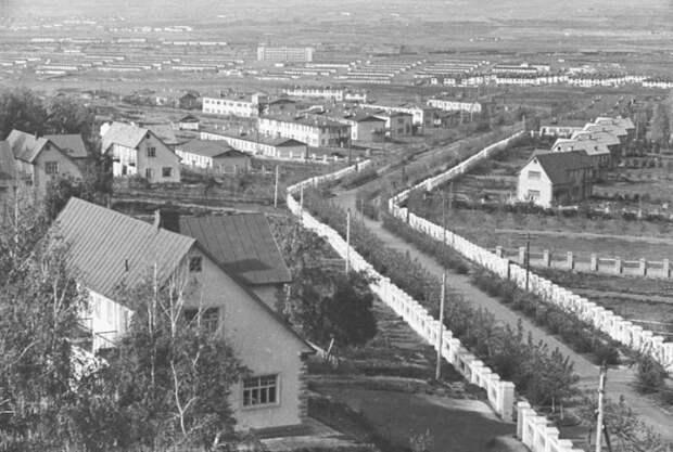Широкие улицы и двухэтажные коттеджи американцам напоминали их родные места (пос. «Березки», фото 1937 г). © Владислав Микоша.