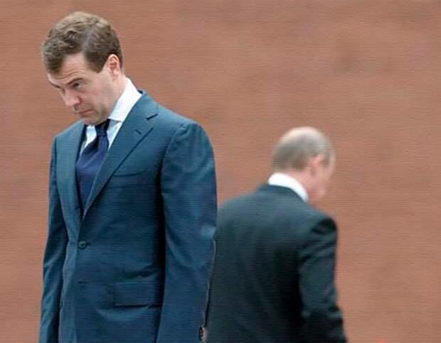 Путин и Медведев в печали