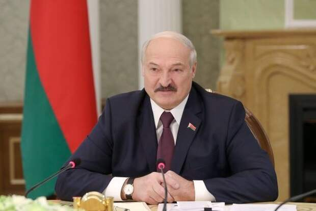 Лукашенко назвал вспышку COVID-19 уроком для «наркоманов и курцов»