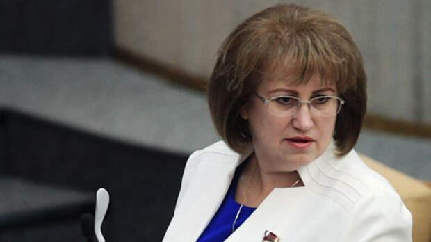 Депутат, которая жаловалась на маленькую зарплату в 380 тыс. рублей  попала в затруднительное положение