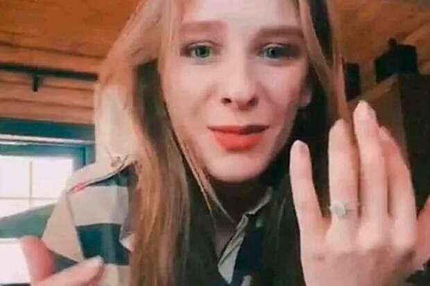 Елизавета Арзамасова показала роскошное кольцо