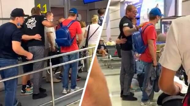 «Последствия боя или алкоголь?» Емельяненко с трудом передвигался в аэропорту после боя с Исмаиловым: видео