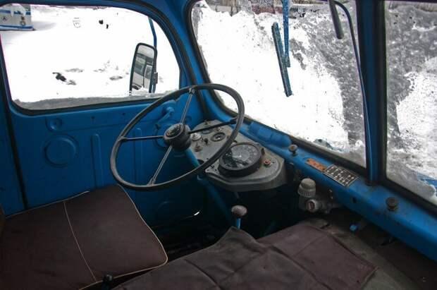 Тут уютно, как у мамки в животике. Но это не точно Praga V3S, авто, автомобили, грузовик, грузовой автомобиль, ретро техника, тест-драйв