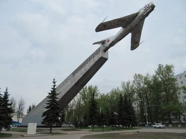 Авиапамятники: истории, которые рассказали нам самолёты на постаментах авиапамятники, город, самолёты, эстетика