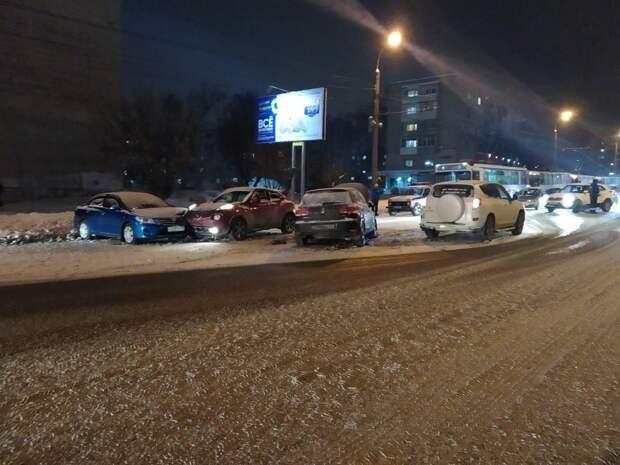 Два человека попали в больницу в результате массового ДТП в Ижевске
