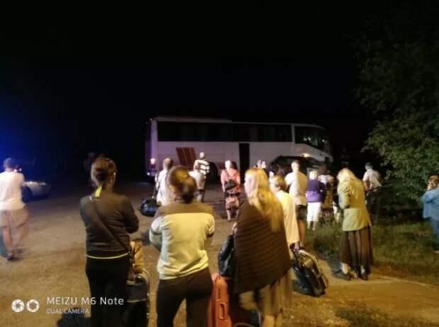 ДТП в Крыму: легковушка не уступила автобусу (ФОТО)