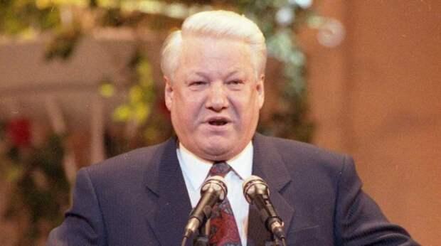 Приближенный Ельцина раскрыл влияние британской разведки на политику России