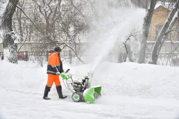 Коммунальщики Восточного Дегунина работают в круглосуточном режиме