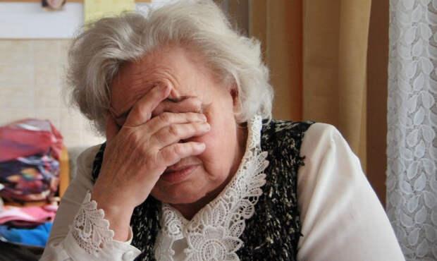 «Принесли путевку из собеса, оказалось — кредитный договор». Как защитить пожилых родителей от мошенников