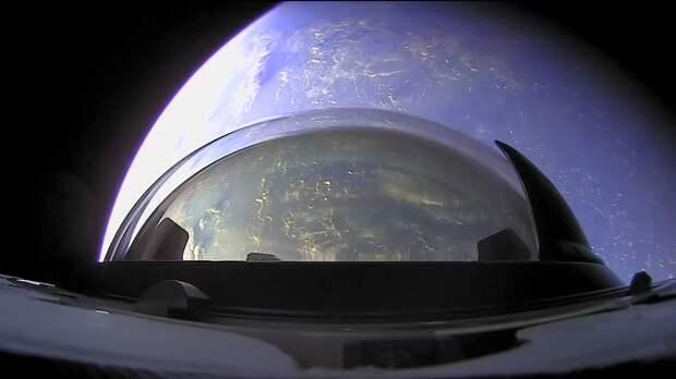 Так выглядит восход Луны и солнечный закат с орбиты Земли. Видео с корабля SpaceX Crew Dragon