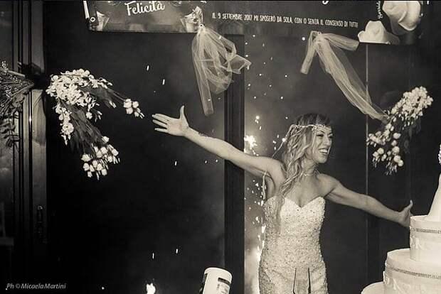 В свои 40 лет она не смогла найти пару, поэтому вышла замуж за саму себя и устроила себе медовый месяц!