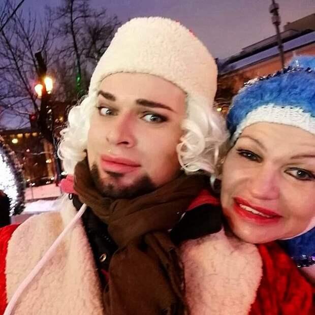 Гоген Солнцев сфотографировался с женой Екатериной Терешкович в бане