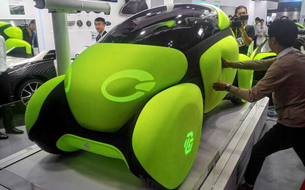 Будущее автопрома: без руля, с одной педалью и в резиновом чехле