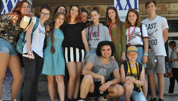 Губернатор Подмосковья предложил проводить театральные уроки в школах региона
