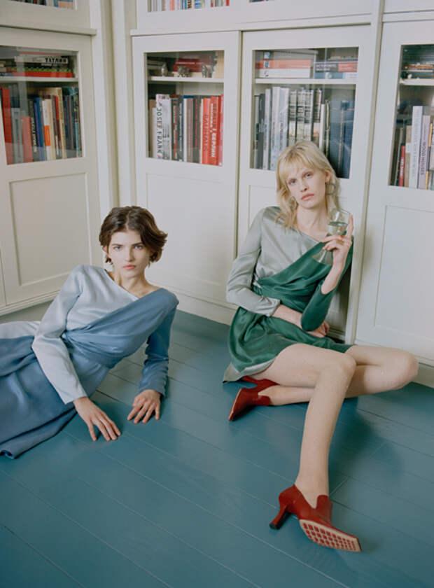 От Ксении Раппопорт до плутократов: лукбуки новых коллекций российских дизайнеров