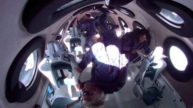 Ричард Брэнсон слетал в космос на собственной ракете. Как это было