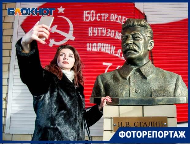 В Волгограде хотят снести недавно поставленный памятник Сталину