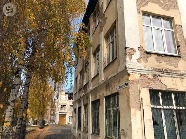 В школе №27 в Ижевске приступили к обновлению фасада здания